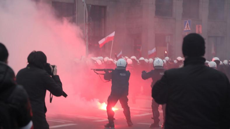 Starcia policji i uczestników Marszu Niepodległości na rondzie de Gaulle'a w Warszawie,
