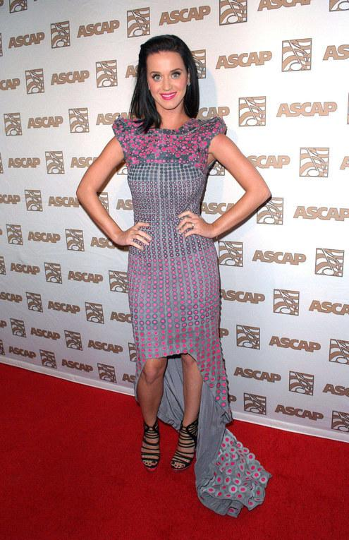Katy Perry et ses Jimmy Choo lumineuses, 21 avril 2010