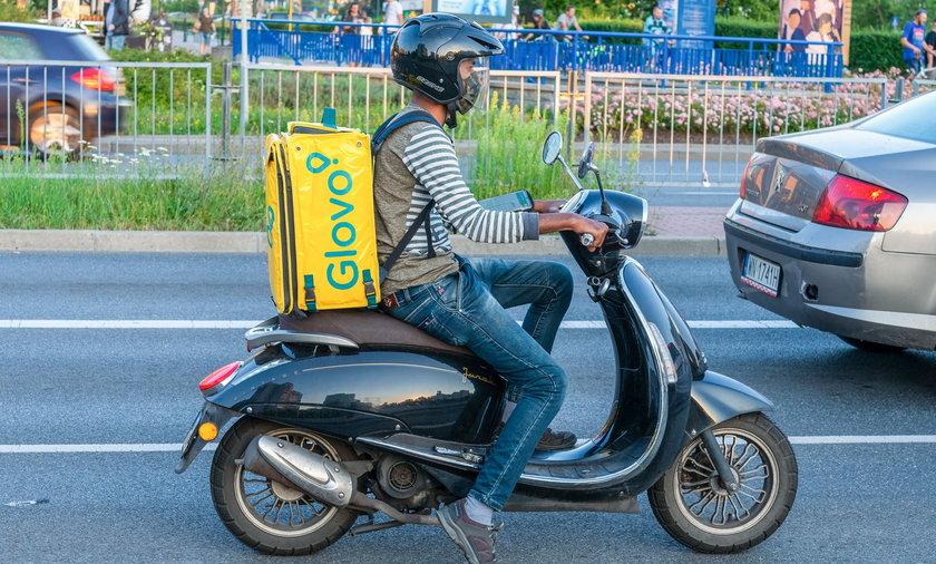 Biek Biedronka dostawy zakupów w ciągu 15 minut od zamówienia przez Glovo.