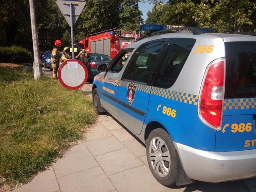 Groza w Krakowie. Matka zatrzasnęła 1,5 roczne dziecko w aucie razem z kluczykami