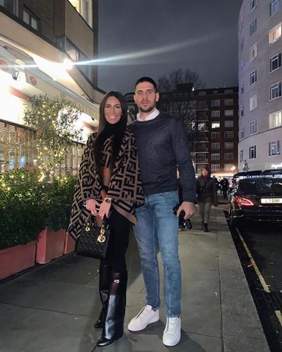 Aleksandar Mitrović sa suprugom Kristinom