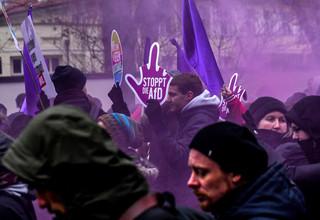 Niemcy: Policjanci i demonstranci ranni w zajściach przed zjazdem AfD