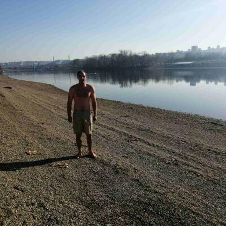 Branislav Pavlović, pliva na Adi tokom zime