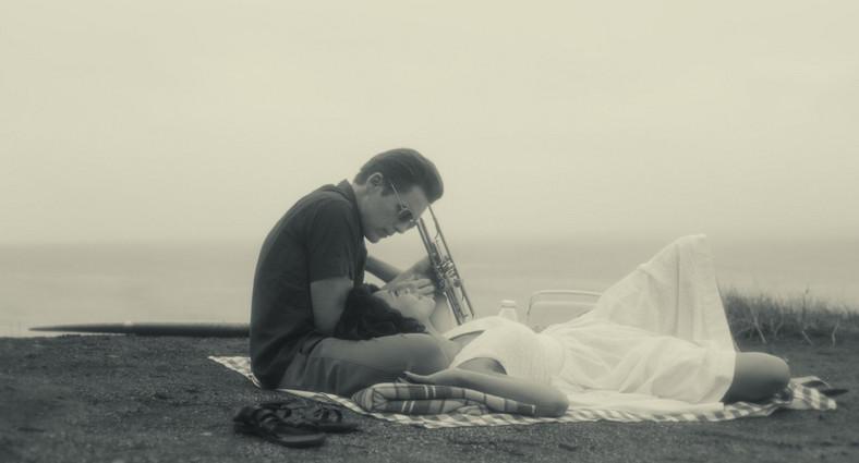 """Ethan Hawke i Carmen Ejogo w filmie """"Born to Be Blue"""""""