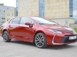 Toyota Corolla 1.8 hybrid – drogo, ale bez przesady