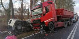 Tragiczne zderzenie busa z ciężarówką! Są zabici i ranni