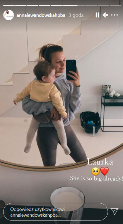 Anna Lewandowska shows up with her youngest daughter
