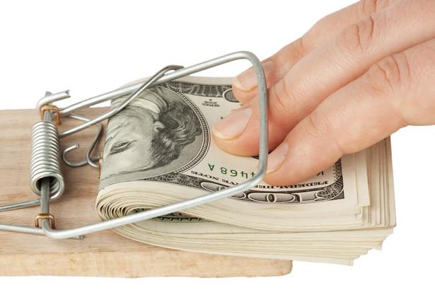 500 zł za wypłatę 50 tys. zł w gotówce z konta firmowego – nawet z tak wysokimi prowizjami muszą liczyć się przedsiębiorcy w oddziale banku.