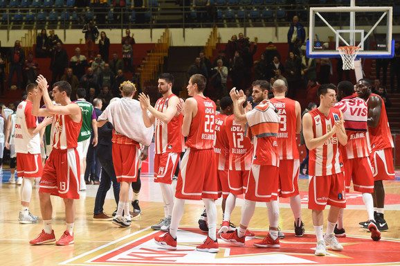 Košarkaši Crvene zvezde nakon meča sa Unikahom