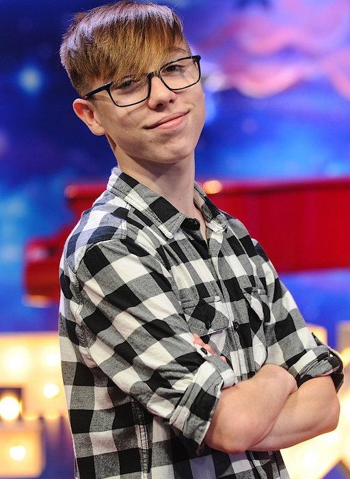 """W wieku 11 lat został sierotą, ale się nie podał. Wzruszająca historia 14-latka z """"The Voice Kids"""""""