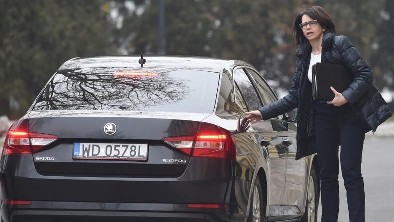 Minister cyfryzacji spotkała się wczoraj z premier Beatą Szydło. Kiedy wysiadała z samochodu przed KPRM, wyglądała naprawdę rewelacyjnie, a wszystko to...