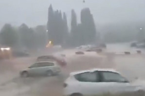 SMRAČILO SE NAD BALKANOM Orkanski udari vetra u Hrvatskoj ČUPAJU DRVEĆE, a u Bosni PAO SNEG (FOTO)