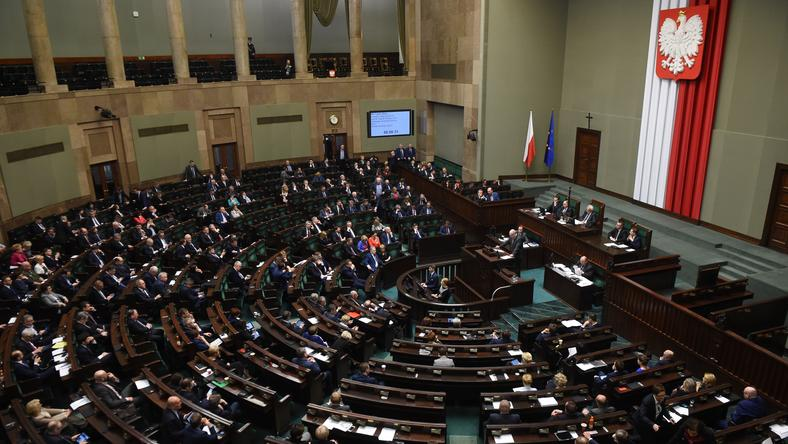 """Sondaż IBRiS dla """"RP"""": rośnie przewaga PiS nad partiami opozycyjnymi"""