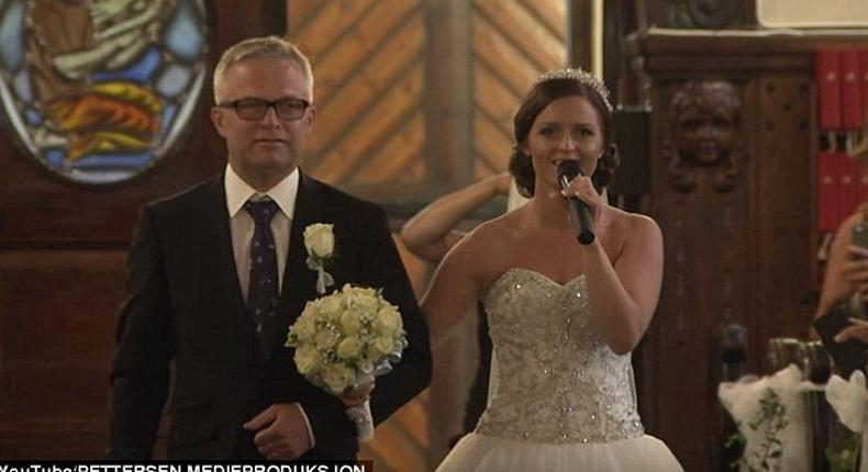 Tøsse singing as she walked down the aisle