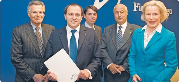 W debacie zorganizowanej przez Komisję Nadzoru Finansowego udział wzięli (od lewej): Myron S. Scholes, Stanisław Kluza, Piers Haben, Karoly Szasz i Anneli Tuominen Fot. Wojciech Górski