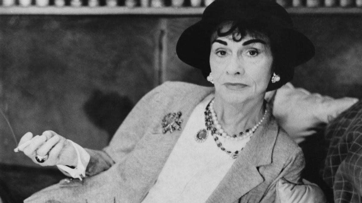 A nyomorból emelkedett fel Párizs királynőjévé: ki volt valójában Coco Chanel?