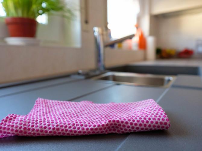 Naše babe su iskuvavale kuhinjske krpe i to ne samo što su imale previše vremena: Ako ih perete na manje od 90 stepeni rizikujete OPASNU BOLEST
