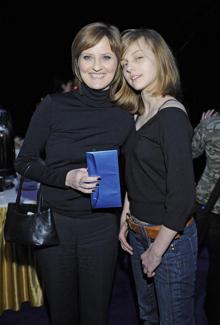 Izabela Kuna z córką Nadią pozują do zdjęcia