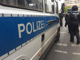Niemcy. Uzbrojony osobnik wziął zakładników w autokarze