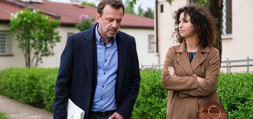 """""""Na Wspólnej"""" odcinek 3311. Krzysztof wraca do przeszłości. Jedzie do ośrodka, w którym się wychował. Mężczyźnie towarzyszy... Lara!"""