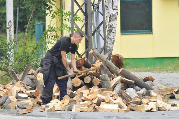 Isečete drva, odložite, i sve to posle počistite da ne biste platili kaznu