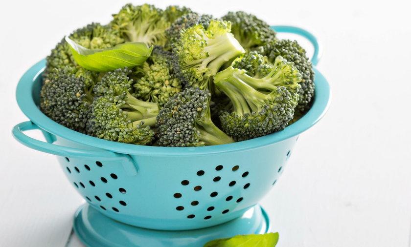 Nie gotuj brokuł! Surowe blokują raka