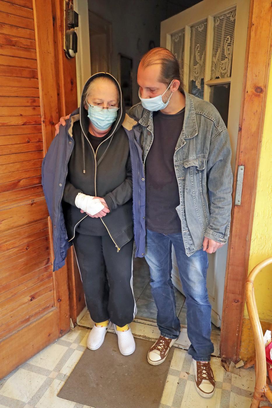 A nő fia, Csaba későn tudta meg, mennyi hitelt vett fel az anyja, bizonyítani nem tudták a csalást / Fotó: Grnák László