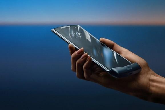 Android vest Najpoznatiji Motorolin telefon se vratio! Umesto preklopa, predstavljen novi koncept savitljivog ekrana