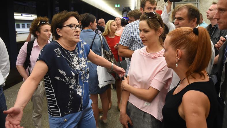 """Premier w ramach akcji """"kolej na Ewę"""" wybrała się pociągiem do Wielkopolski"""
