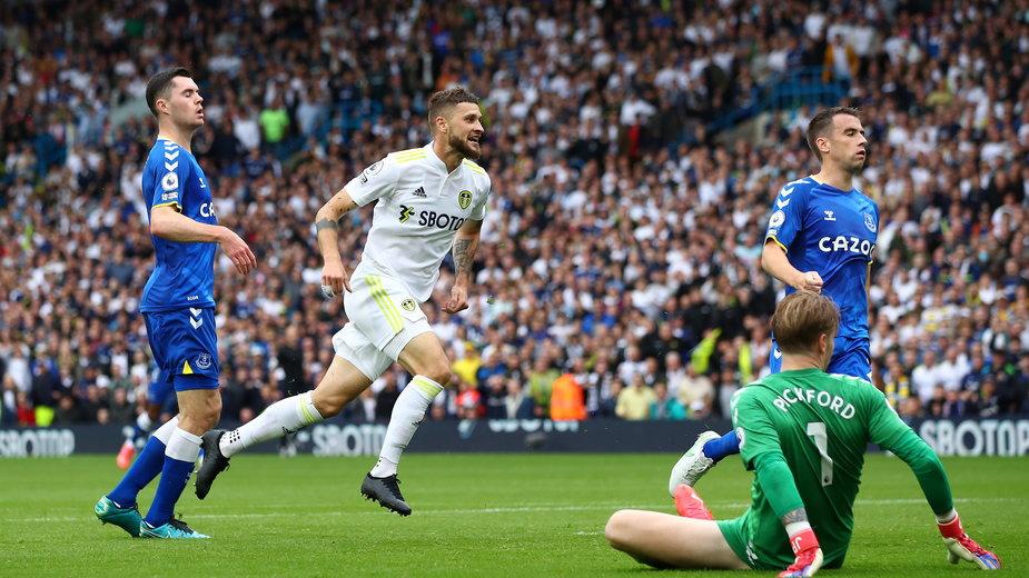 Mateusz Klich strzela gola dla Leeds United