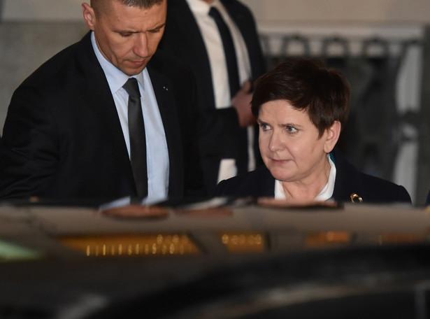 Premier Beata Szydło wychodzi z Prokuratury Okręgowej w Krakowie