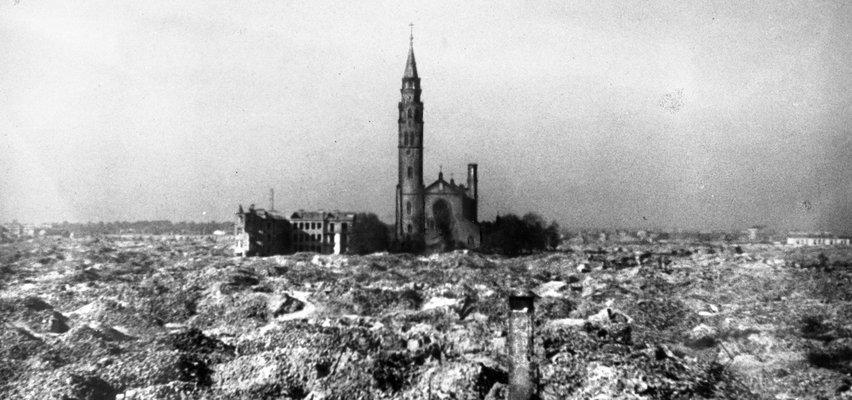 By przeżyć, zmuszeni byli do ostateczności. Z ukrycia wychodzili w nocy. Sami w morzu ruin, które otaczało kościół św. Augustyna