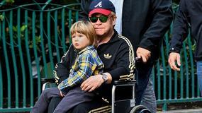 Elton John na wózku! Co się stało?