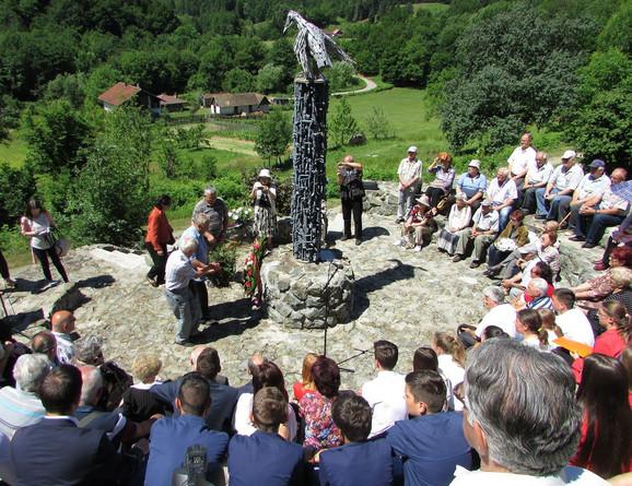 Svečanost kod spomenika deci stradaloj u ratu