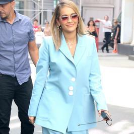 Rita Ora w błękitnym komplecie na ulicach Nowego Jorku. Jak wypadła?