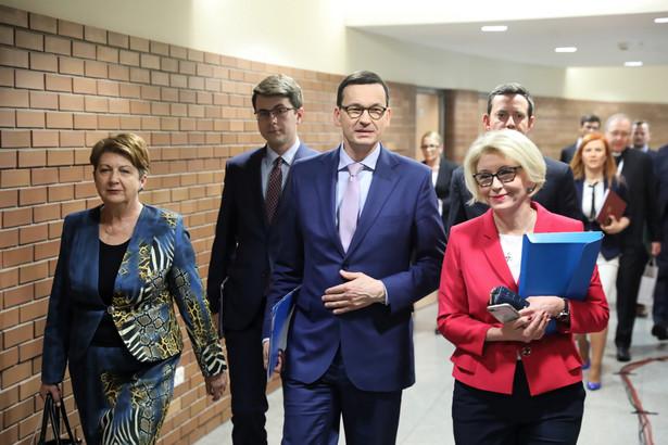 Trzecia tura rozmów przy okrągłym stole edukacyjnym z udziałem premiera Mateusza Morawieckiego rozpoczęła się w piątek na Uniwersytecie Kardynała Stefana Wyszyńskiego w Warszawie.