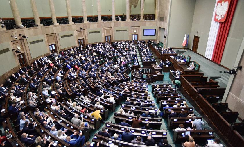 Parlamentarzyści dostaną wysokie podwyżki dzięki rozporządzeniu prezydenta Andrzeja Dudy.
