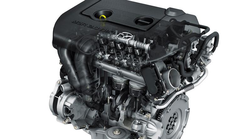 """Ekologiczna """"trójka"""" jest napędzana motorem 2.0 DISI (Direct Injection Spark Ignitron - wtrysk bezpośredni zapłon iskrowy), który dzięki układowi automatycznego wyłączania silnika i-stop ma spalać w mieście około 12 proc. paliwa mniej niż obecnie oferowana w Europie mazda3. Również emisja dwutlenku węgla będzie niższa..."""