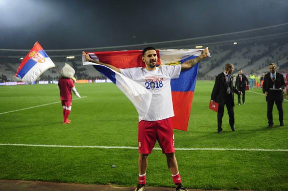 Aleksandar Mitrović sa zastavom