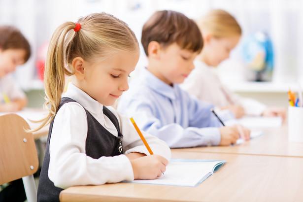 Gdy porównać pary z USA żyjące w 2005 i w 1975 r., okaże się, że czas poświęcany na interakcje ze swoimi dziećmi wydłużył się o 6 godz. Większość tego dodatkowego czasu przypada na aktywności związane z edukacją