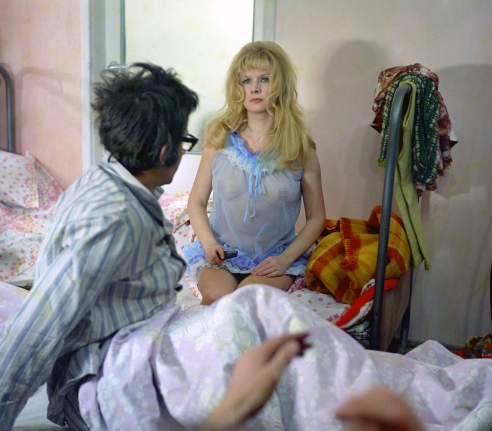 """Halina Kowalska w filmie """"Nie ma róży bez ognia"""", 1974"""
