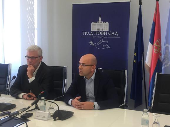 Direktor Novosadskog pozorišta Valentin Vencel i član Gradskog veća za kulturu Dalibor Rožić