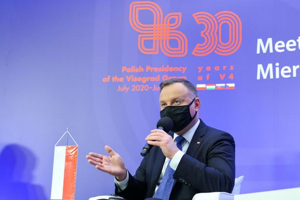 Prezydent RP Andrzej Duda podczas konferencji prasowej na zakończenie spotkania prezydentów Państw Grupy Wyszehradzkiej w rezydencji Prezydenta RP w Juracie