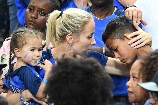 Sandra sa ćerkom i sinom