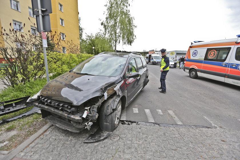 Oba samochody wypadły z drogi