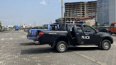 Soldiers, police officers arrive Lekki toll gate to chase away imaginary #EndSARS protesters
