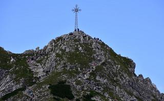 Zakopane: Zawiadomienie do prokuratury ws. znieważenia krzyża na Giewoncie