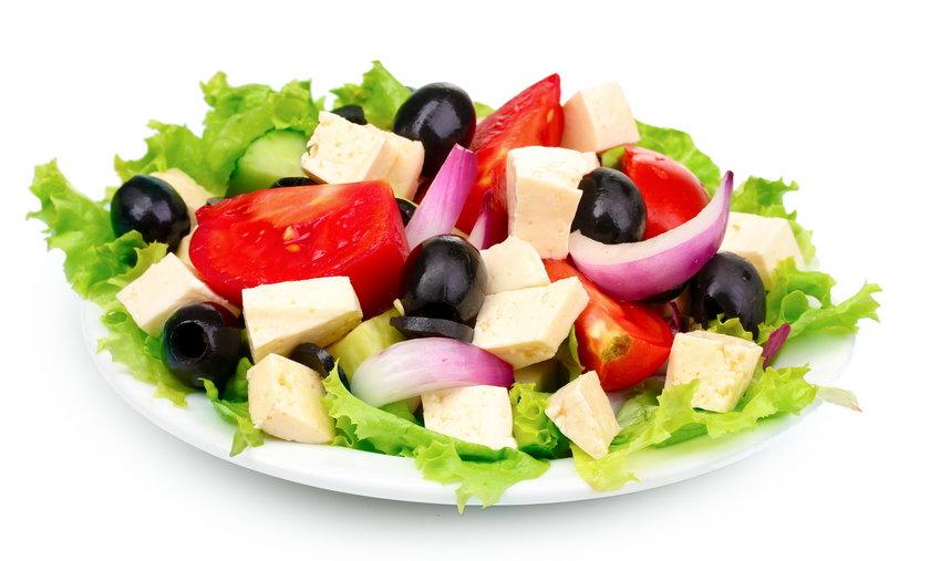 Sałatka grecka to smaczna i zdrowa potrawa