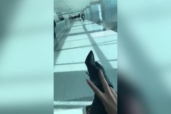 Karleusa vozikanje po aerodromu