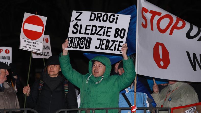 KRAKÓW WAWEL PROTEST (protest na Wawelu)
